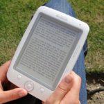 Czytanie książek na tablecie lub smartfonie
