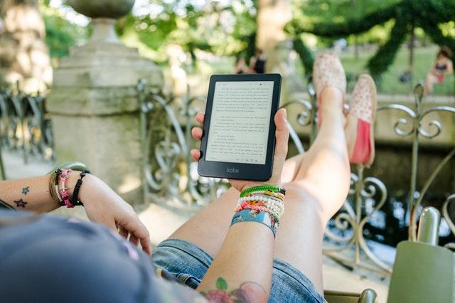 Gdzie kupować ebooki? Skąd pobierać książki za darmo?